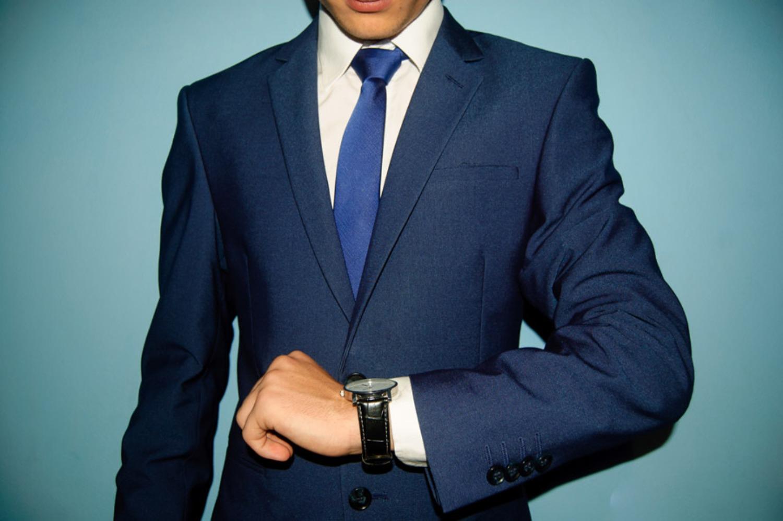 スーツを着た営業マン